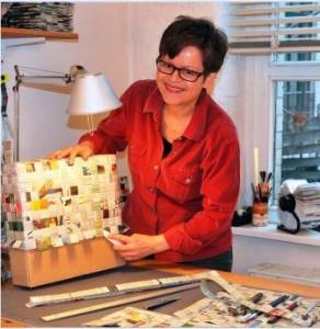Luzia M. Gossmann bei der Arbeit
