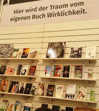 Die Bücher, die Selfpublisher-Neulinge gerne schon im Regal stehen hätten