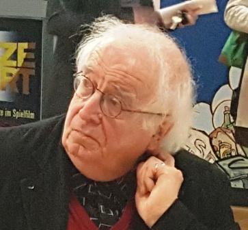 """Der Autor Dr. Winfried Sühlo, dessen """"Roter Koffer"""" vorgestellt wurde"""