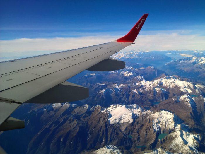 Blick vom Flugzeug nach unten