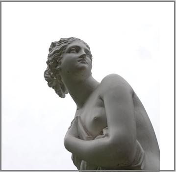 sinnlich- sein-eine-frauen-statue aus stein