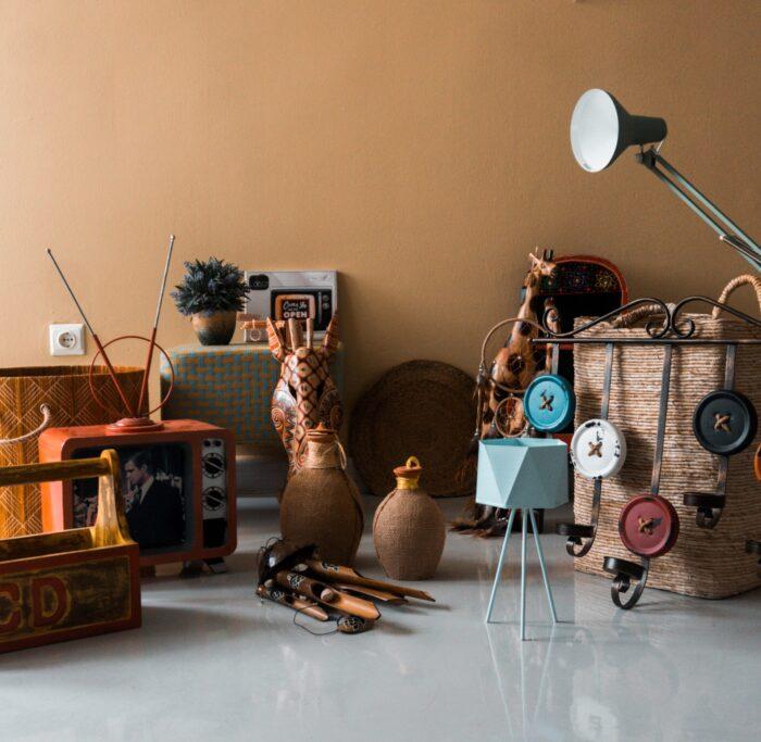 minimalistisch-leben-hausflur-voller-müll-