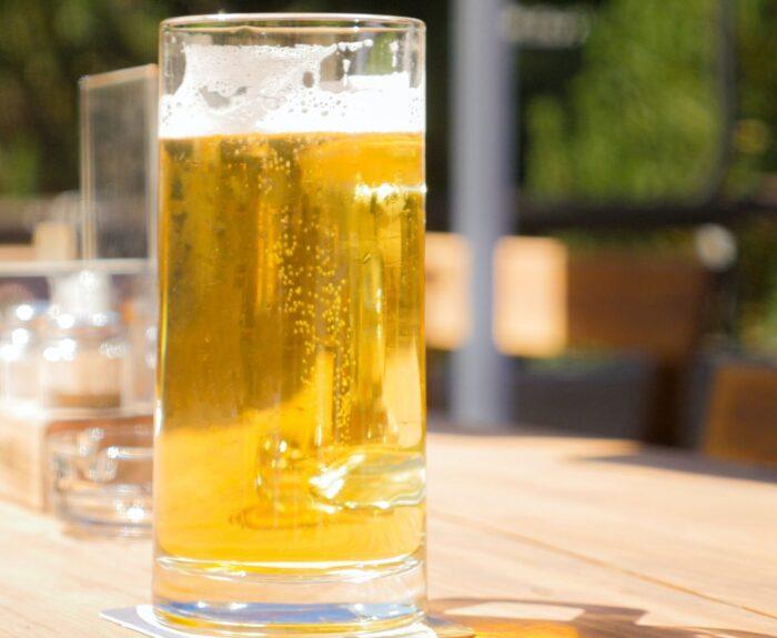 rückenfrei kann man auch Bier trinken
