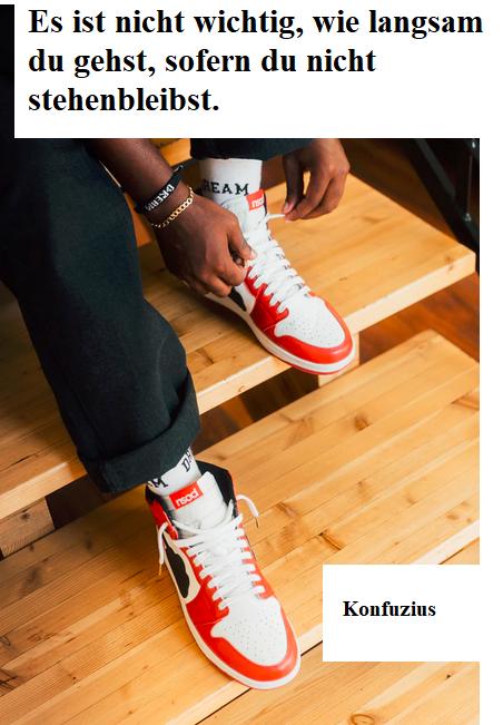 Mann, der sich die Schuhe bindet: es ist nicht wichtig, wie langsam du gehst, wenn du nur nicht stehen bleibst. So sagt Konfuzius.