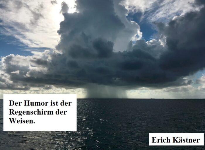 dicke regenwolken am himmel