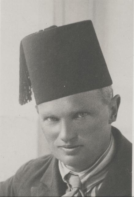 Männerportrait mit Fez