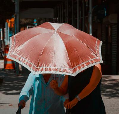 Omas Wörtersalat: unterm Regenschirm übern Markt